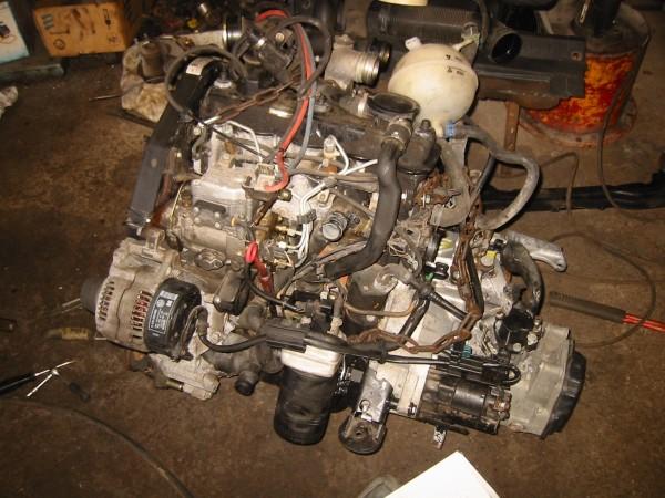 Moottori valmiina kakkosgolfin keulalle nostamiseen.