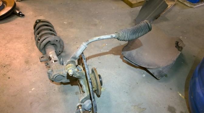 R-Golfin korjaus alkoi, raidetangon vaihto ja verhoilujen purkua