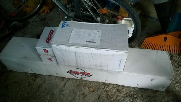 Matkahuollosta tullut paketti... mitä lie sisältää.