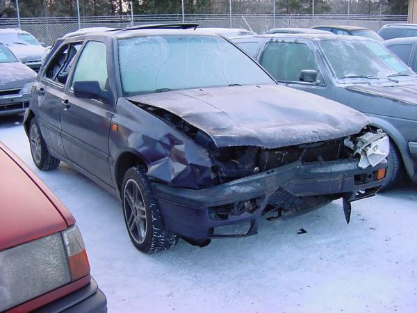 Ja koska tavoitteena on modernimmalla tekniikalla varustettu auto, pitää hankkia uudempi tekniikka :)