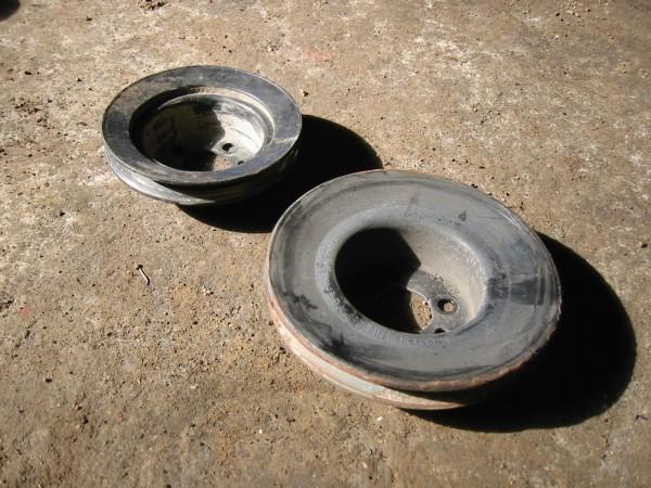 Ohjaustehostimen kampiakselinpuoleinen hihnapyörä vaihdettiin bensamallista peräisin olevaan pienempään joka mahtuu paremmin kakkoskorisen runkoaisojen väliin.